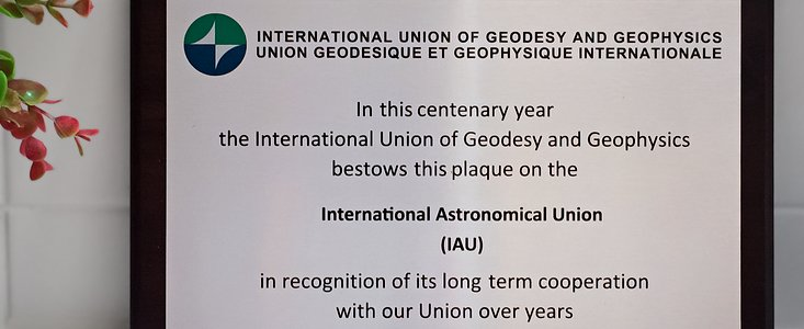 Photo of the IUGG commemorative plaque received by the IAU